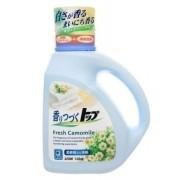 LION Жидкое средство для стирки ТОП с ароматом ромашки и зеленого яблока с кондиционером 900 мл